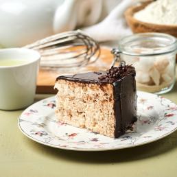 Киевский торт под шоколадной глазурью