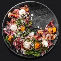 Салат с телятиной и запечённой тыквой