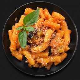 Паста неаполитана с сезонными овощами и базиликом