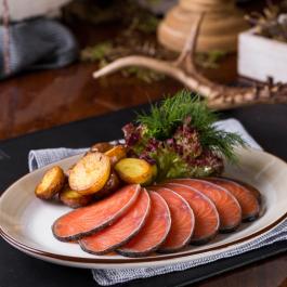 Форель радужная слабой соли с мини-картофелем