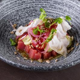 Севиче из тунца с томатами в соусе кимчи