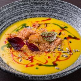 Суп-крем из тыквы с тигровыми креветками