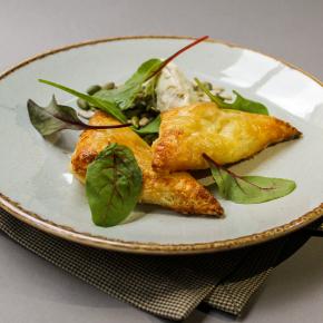 Пирожки с тыквой, творожным сыром и белыми грибами