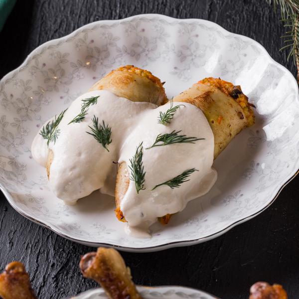 Кальмар, фаршированный грибами и сыром