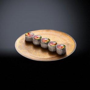 Ролл с лососем, тунцом и гребешком