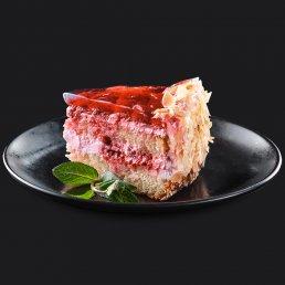 Торт с малиной и сливочным муссом