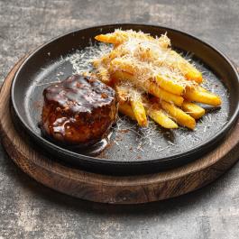Стейк вырезки телёнка с трюфельным фри и сыром пармезан