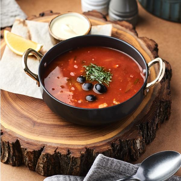 Мясная солянка с деревенской сметаной