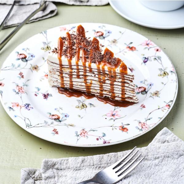 Блинный торт со сливочно-банановым кремом и карамелью