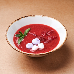 Клубничный суп с хрустящей меренгой