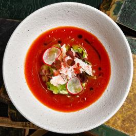 Холодный томатный суп с камчатским крабом