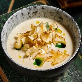 Крем-суп из топинамбура со страчателлой