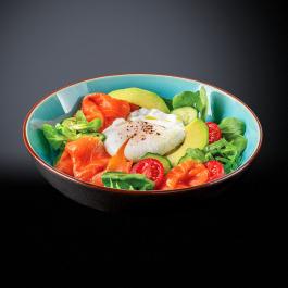 Салат со слабосолёным лососем