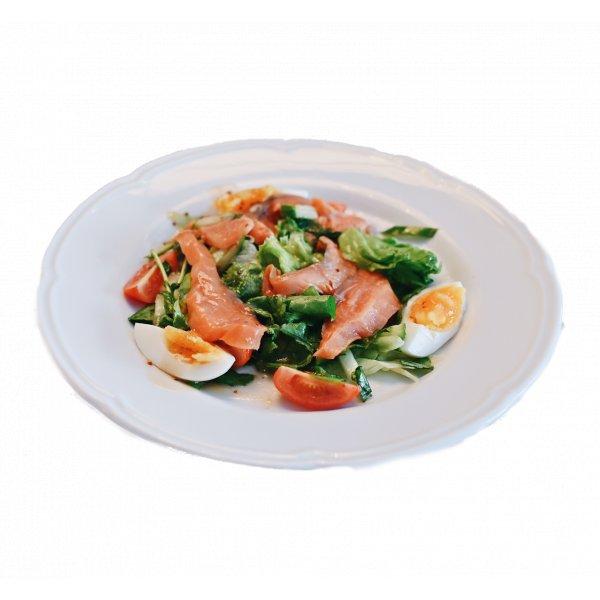 Салат Дзков c подкопченной кетой и овощами