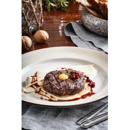 Котлета из кабана и оленины с пюре сельдерея и брусничным соусом