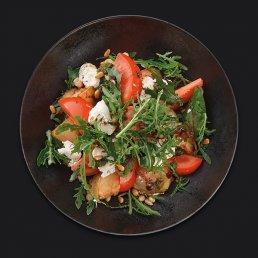 Салат с баклажаном фри и крем-чиз