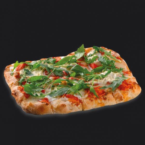 Римская пицца со страчателлой и томатами