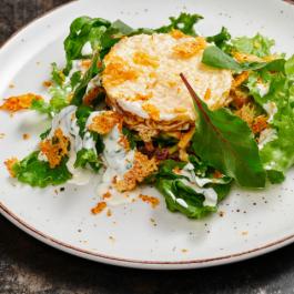 Салат с ростбифом, омлетом и сыром гауда