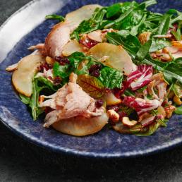 Салат с пастрами и грушей